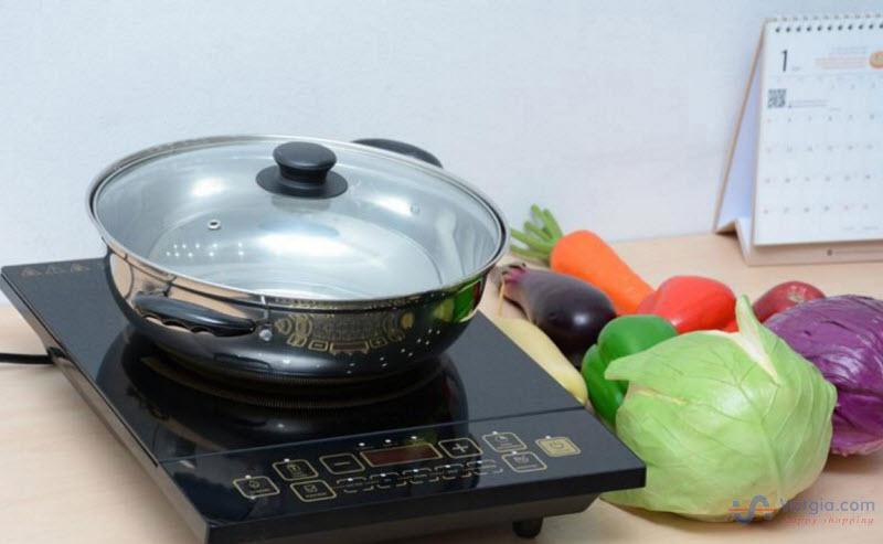 Bếp có kiểu dáng thiết kế hiện đại, tiện nghi, màu đen phù hợp với mọi gian bếp của gia đình