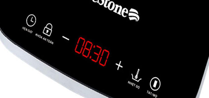 Bếp sử dụng bảng điều khiển cảm ứng, có hiển thị đèn LED tiện