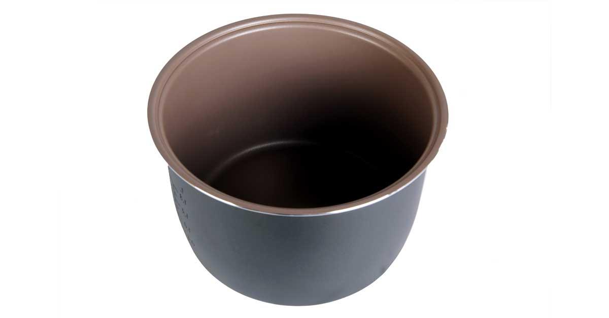 Nồi cơm điện BlueStone RCB-5561 có lóng nồi dày dặn phủ chống dính Ceramic an toàn
